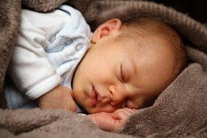 6 tips til at få din baby til at sove bedre